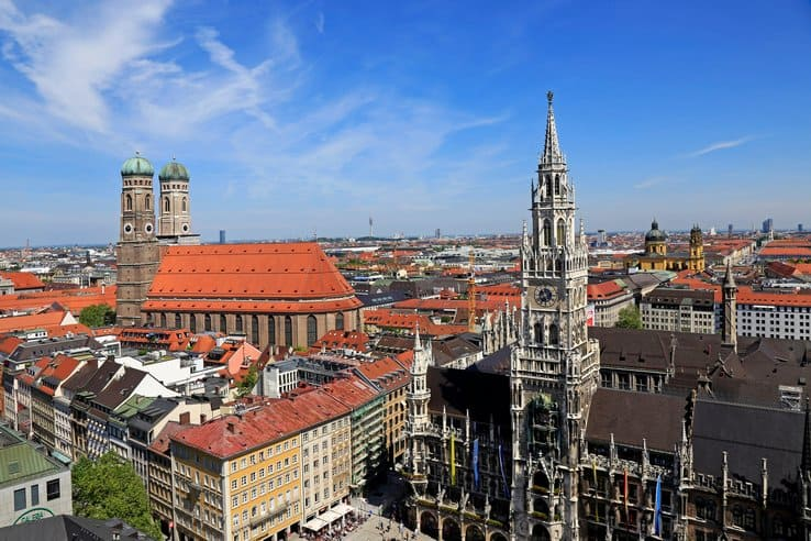 J9D97P View from St. Peter's Church down to Marienplatz Square, City Hall and Church of Our Lady, Munich, Upper Bavaria, Germany